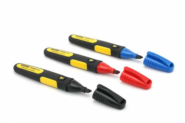Набор маркеров Stanley FatMax, цвет: черный, красный, синий, 3 шт0-47-315Набор маркеров Stanley FatMax с заостренным наконечником со стойкими чернилами. Стойкие чернила идеальны для нанесения отметок в любых погодных условиях. Корпус выполнен из двухкомпонентного материала для удобства использования в любых погодных условиях, даже при работе в перчатках. Прочный наконечник, малый износ даже при нанесении разметки на абразивные материалы. Используется для нанесения отметок на трубы, дерево и металл, на инструменты и оборудование, на гайки и болты, на медную кровлю, на бетонные поверхности. Чернила, устойчивые к воздействию воды и масел. Характеристики: Размеры маркера: 14 см х 2 см х 1,5 см. Количество в комплекте: 3 шт. Размеры упаковки: 19 см х 12 см х 1,5 см.