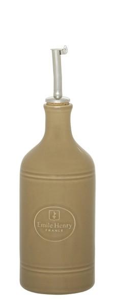Бутылка для масла и уксуса Emile Henry Natural Chic, цвет: мускат, 450 мл960215Бутылка для масла или уксуса Emile Henry Natural Chic, выполненная из керамики и металла, позволит украсить любую кухню, внеся разнообразие как в строгий классический стиль, так и в современный кухонный интерьер. Пробковая крышка с носиком снабжена клапаном антикапля, не допускающим пролива. Стенки бутылки светонепроницаемые, поэтому ее можно хранить в открытом шкафу, не волнуясь, что ваше лучшее оливковое масло потеряет вкус и аромат.Оригинальная бутылка будет отлично смотреться на вашей кухне.Высота бутылки (с учетом носика): 23,5 см. Диаметр основания: 7 см.