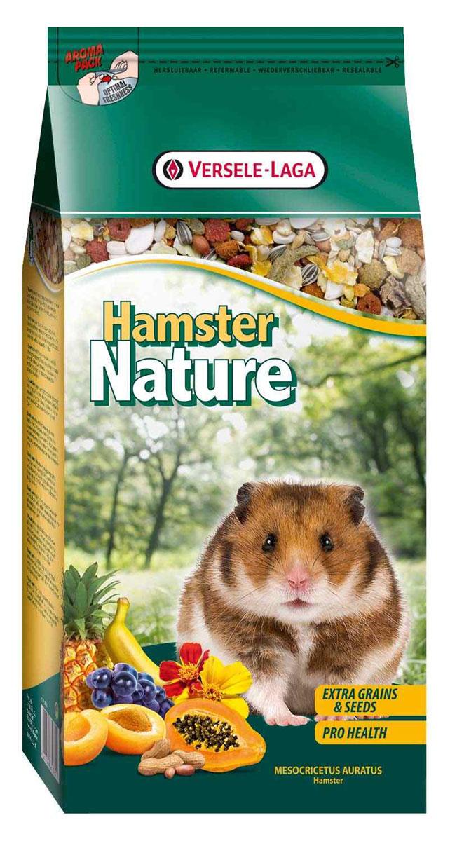 Корм для хомяков Versele-Laga Hamster Nature, 750 г461364Versele-Laga Hamster Nature - это полноценный основной корм для хомяков, разработанный в соответствии с их пищевыми потребностями. Это высококачественная смесь природных компонентов, которая содержит все необходимые для организма питательные вещества, витамины, минералы и аминокислоты, необходимые для жизнерадостной и здоровой жизни вашего питомца. Versele-Laga Hamster Nature содержит дополнительное количество зерна, семян, орехов, фруктов, трав, овощей и добавок, важных для здоровья: обеспечивает превосходное пищеварение, гигиену полости рта, сияющую шерсть и великолепное здоровье. Широкое разнообразие ингредиентов гарантирует превосходный вкус и усвояемость. Указания к использованию Рекомендуемая дневная порция для хомяка составляет приблизительно 15 грамм. Обеспечивайте вашему питомцу свежий корм и питьевую воду ежедневно. Состав: злаки, овощи, продукты растительного происхождения, семена, фрукты, экстракты растительного белка, орехи, минералы, дрожжи, фруктоолигосахариды, травы, экстракт календулы, календула. Анализ состава: 17% белки, 8,5% жиры, 7% сырая клетчатка, 4% сырая зола, 0,45% кальций, 0,45% фосфор, 0,79% лизин, 0,33% метионин. Добавки на кг: витамин А 12000 МЕ, витамин D3 1500 МЕ, витамин Е 40 мг, сульфат меди (II) 9 мг. Вес: 750 г. Товар сертифицирован.