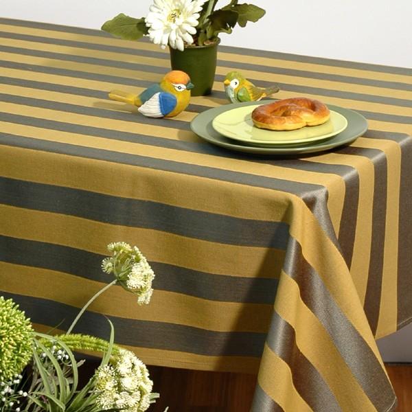 Скатерть Schaefer, цвет: зеленый, желтый, 135x 170 см. 06024-40206024-402Квадратная скатерть Schaefer выполнена из плотного полиэстера с рисунком в виде чередующихся полос. Изделия из полиэстера легко стирать: они не мнутся, не садятся и быстро сохнут, они более долговечны, чем изделия из натуральных волокон. Такая скатерть сделает застолье более торжественным, поднимет настроение гостей и приятно удивит их вашим изысканным вкусом. Также вы можете использовать эту скатерть для повседневной трапезы, превратив каждый прием пищи в волшебный праздник и веселье. Характеристики: Материал: 100% полиэстер. Размер скатерти: 135 см х 170 см. Цвет: зеленый, желтый. Немецкая компания Schaefer создана в 1921 году. На протяжении всего времени существования она создает уникальные коллекции домашнего текстиля для гостиных, спален, кухонь и ванных комнат. Дизайнерские идеи немецких художников компании Schaefer воплощаются в текстильных изделиях, которые сделают ваш дом красивее и уютнее и не останутся незамеченными вашими гостями. Дарите себе и близким красоту каждый день!