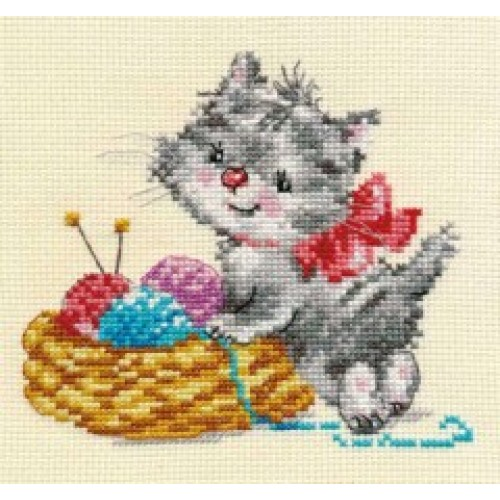 Набор для вышивания крестом Малышка-рукодельница, 13 см х 12 см. 690058 набор для вышивания крестом пейзаж в овале 13 х 15 см с 091