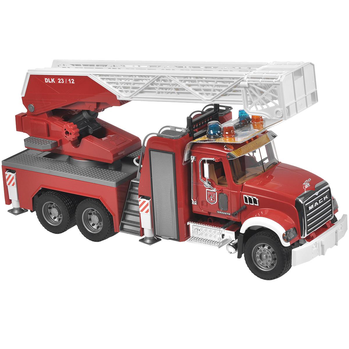 Bruder Пожарная машина Mack bruder пожарная машина mack с выдвижной лестницей и помпой bruder