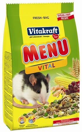 Корм для крыс Vitakraft Menu Vital, 400 г18115Высококачественный, натуральный корм для крыс Vitakraft Menu Vital содержит все необходимые для жизнедеятельности вещества. Улучшает состояние и внешний вид животного. Состав: злаки (69%), фрукты (10%), орехи (8%), продукты растительного происхождения, минеральные вещества, овощи, молоко и молочные продукты, масла и жиры, семена, экстракт юкки. Анализ состава: протеин 11,5%, 8,1% растительные масла, 4,2% клетчатка, 2,7% зола, 9,8% влажность, 61,8% углеводы, витамины А, D, E. Товар сертифицирован.