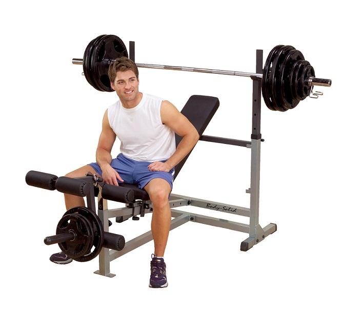 Универсальная скамья для жима штанги Body Solid GDIB-46L8654Универсальная силовая скамья Body Solid GDIB-46L с регулируемой спинкой в 6 положениях от вертикального до обратного угла наклона. Телескопические стойки позволяют выбрать необходимую высоту положения штанги. Комфортабельные и толстые спинка и сиденье выполнены из материала DuraFirm и фиксируются подпружиненными штифтами. Цельносварная конструкция из прочной стали. Большие ролики обеспечивают комфорт при выполнении упражнений. Блины, гриф и стопоры поставляются отдельно. Особенности конструкции: Приспособление для развития мышц ног 6 позиций регулировки наклона спинки Спинка и сиденье из материалов DuraFirm Регулируемые по высоте подставки под штангу Габариты (ДхШхВ): 196х117x109 см Вес: 35 кг Максимальная нагрузка: 450 кг