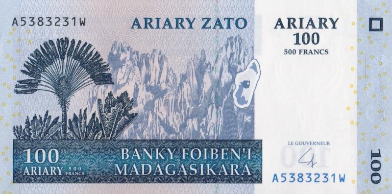 Банкнота номиналом 100 ариари. Мадагаскар. 2004 год