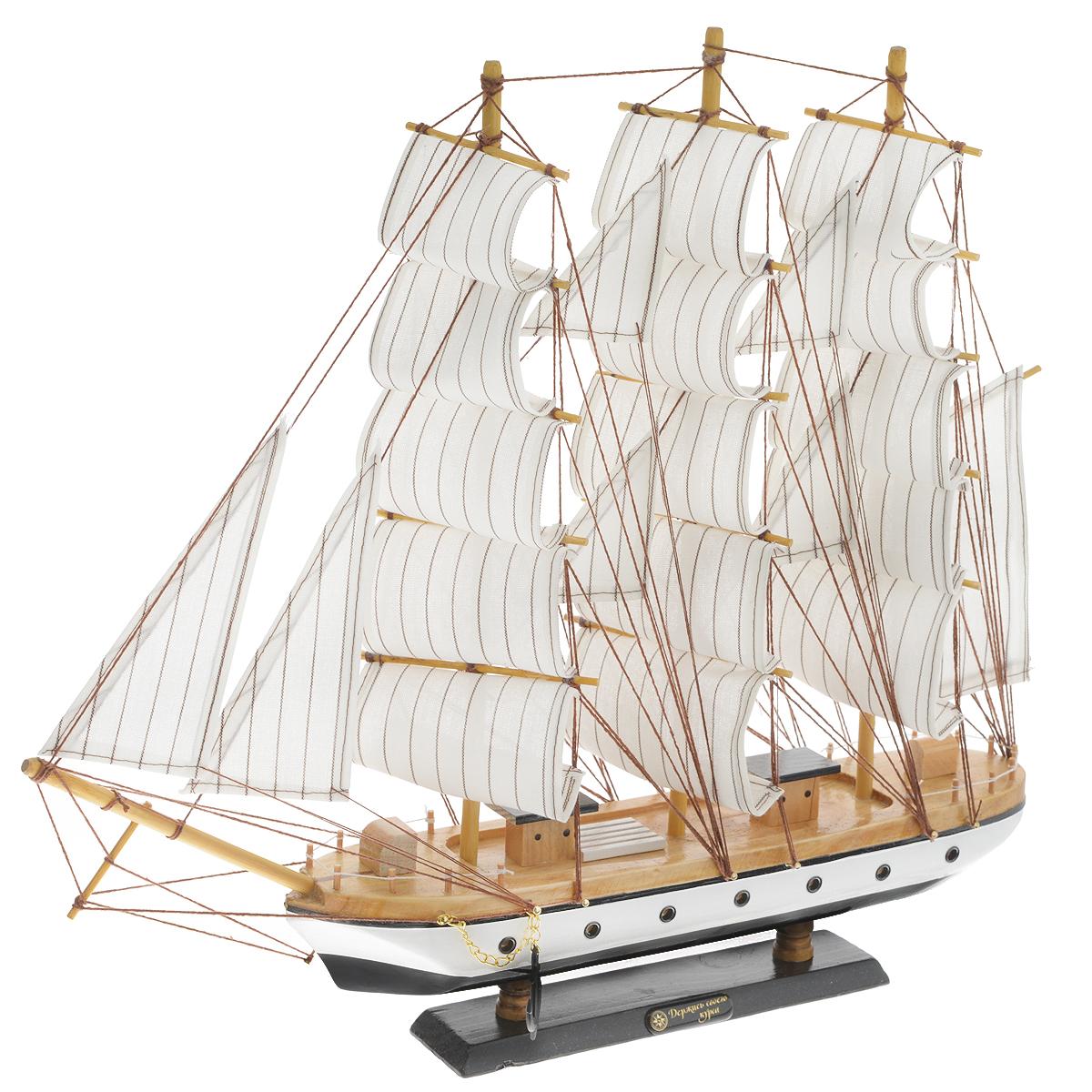 Корабль сувенирный Держись своего курса, длина 45 см452043Сувенирный корабль Держись своего курса, изготовленный из дерева и текстиля, это великолепный элемент декора рабочей зоны в офисе или кабинете. Корабль с парусами и якорями помещен на деревянную подставку. Время идет, и мы становимся свидетелями развития технического прогресса, новых учений и практик. Но одно не подвластно времени - это любовь человека к морю и кораблям. Сувенирный корабль наполнен историей и силой океанских вод. Данная модель кораблика станет отличным подарком для всех любителей морей, поклонников историй о покорении океанов и неизведанных земель. Модель корабля - подарок со смыслом. Издавна на Руси считалось, что корабли приносят удачу и везение. Поэтому их изображения, фигурки и точные копии всегда присутствовали в помещениях. Удивите себя и своих близких необычным презентом.