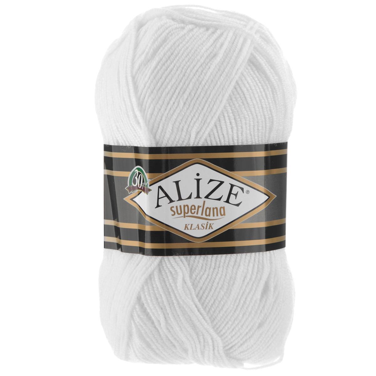 Пряжа для вязания Alize Superlana Klasik, цвет: белый (55), 280 м, 100 г, 5 шт692917_55Классическая пряжа Alize Superlana Klasik имеет среднюю толщину нити и состоит из 25% шерсти и 75% акрила. Подходит для создания вещей на осень. Пуловеры, платья, кардиганы, шапки и шарфы из этой пряжи отлично держат форму и прекрасно согреют вас в холодную погоду. Пряжа Alize Superlana Klasik - это универсальность: подойдет для мастериц различного уровня. Благодаря составу и скрутке петли отлично ложатся одна к другой, вязаное полотно получается ровное и однородное. Рассчитана на любой уровень мастерства, но особенно понравится начинающим мастерицам - благодаря толстой нити пряжа Alize Superlana Klasik позволяет быстро связать простую вещь. Структура и состав пряжи максимально комфортны для вязания. Рекомендуется для вязания крючком и на спицах 3-4 мм. Состав: 75% акрил, 25% шерсть.Количество мотков: 5 шт.