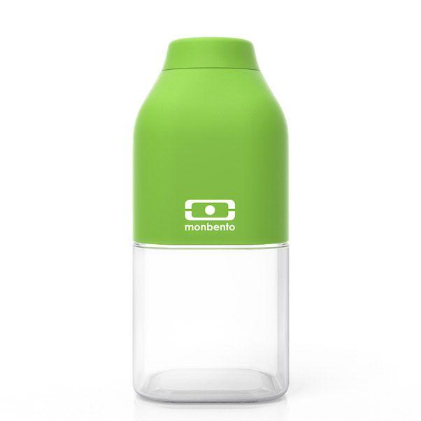 Бутылка для воды Monbento Positive, цвет: зеленый, 330 мл1011 01 105Бутылка для воды Monbento Positive изготовлена из безопасного пищевого пластика (BPA free). Одна половина бутылки - прозрачная, вторая оснащена цветным покрытием Soft touch, благодаря чему ее приятно держать в руке. Изделие оснащено герметичной закручивающейся крышкой. Такая идеальная бутылка небольшого размера, но отличной вместимости наполняет оптимизмом, даря заряд позитива и хорошего настроения. Многоразовая бутылка пригодится в спортзале, на прогулке, дома, на даче - в общем, везде! Забудьте про одноразовые пластиковые емкости - они некрасивые, да и засоряют окружающую среду. А такая красота в руках точно привлечет взгляды окружающих. Нельзя мыть в посудомоечной машине. Высота бутылки (с учетом крышки): 13,5 см. Размер дна: 6 см х 6 см.