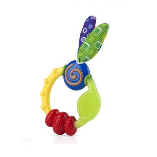 NUBY Прорезыватель игрушка. ID632ID632Это необычное зубное кольцо Nuby имеет различные выпуклости, смещенные поверхности, которые помогают в прорезывания зубов мягко массируя десны ребенка. Каждая из текстур была разработана специально для передних, средних и задних зубов. Игрушку легко удерживать маленькими ручками ребенка. Мягкие, красочные ткани с шурщими элементами внутри стимулируют развитие сенсорных ощущений ребенка.