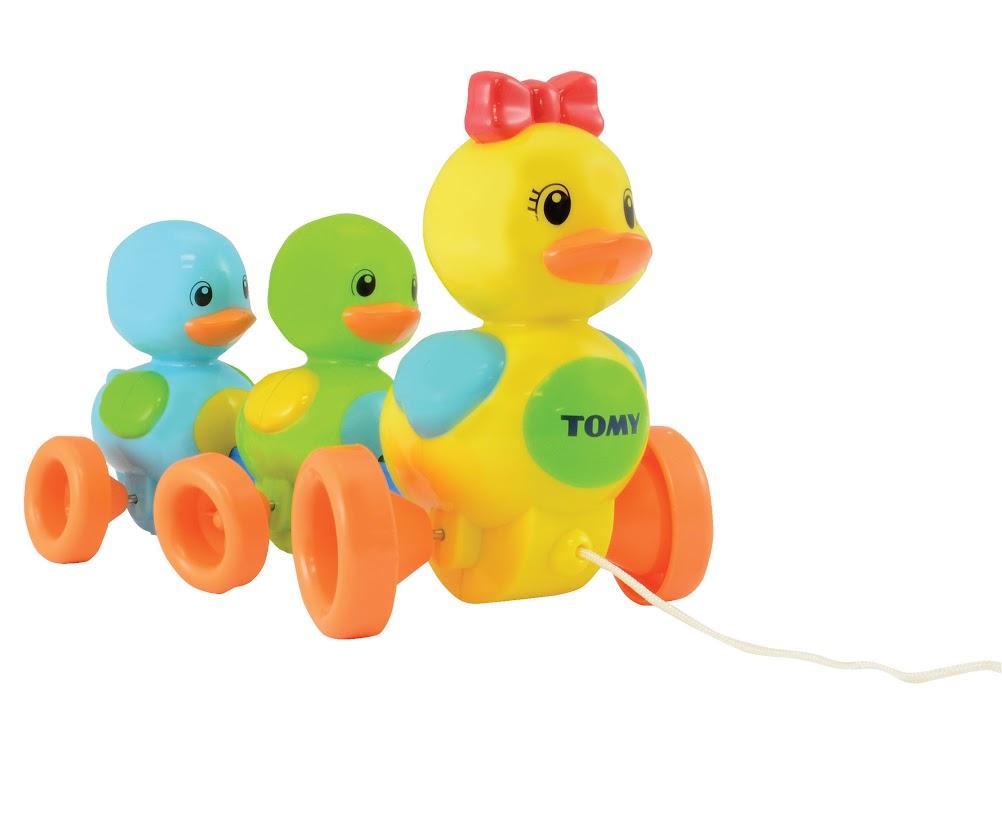 TOMY Развивающая игрушка-каталка Веселая утиная семейка каталка tomy утка с яйцом в тележке