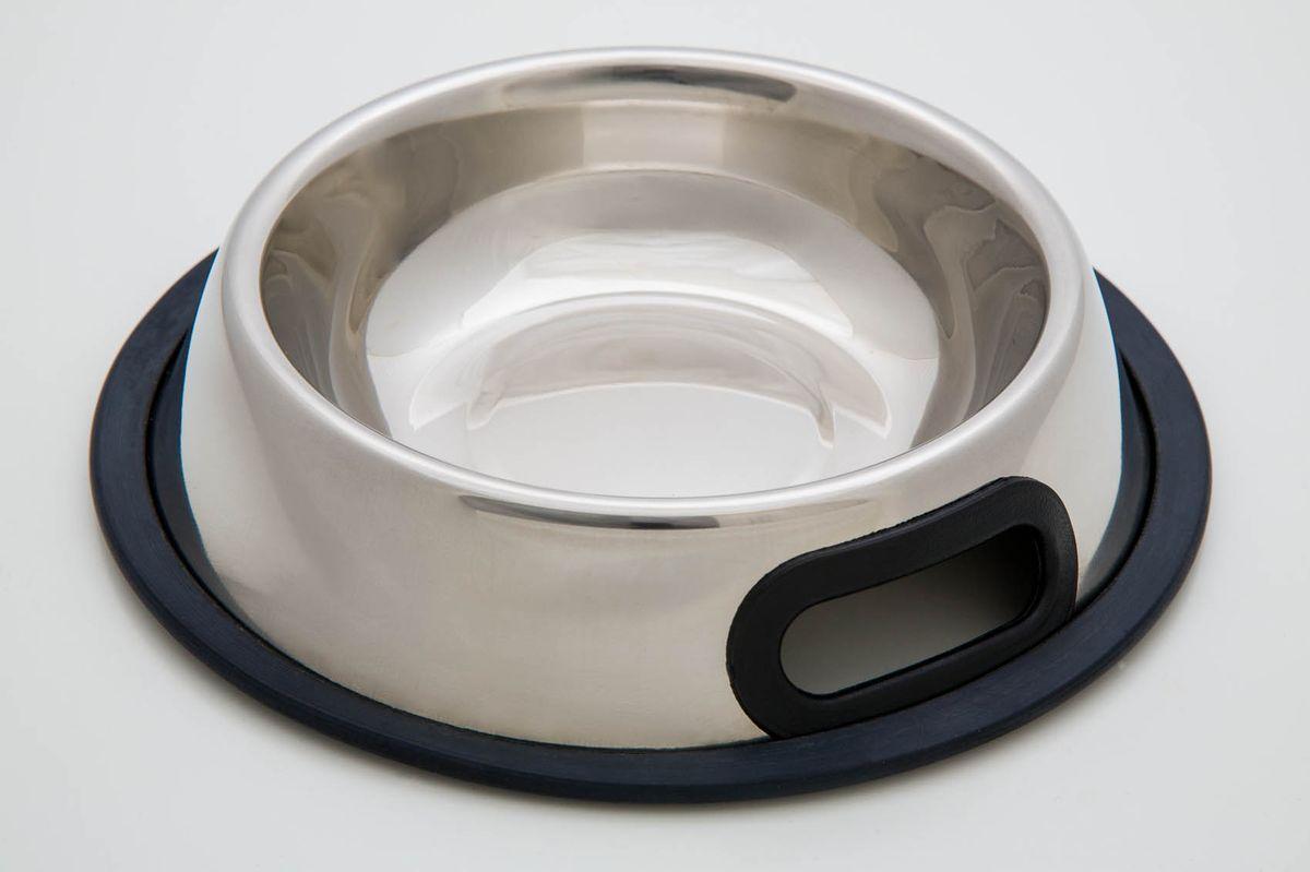 Миска для животных VM, с силиконовым основанием, с ручками, 700 мл3081Миска для животных VM изготовлена из высококачественного металла. Дно миски оснащено силиконовой прослойкой, которая предотвратит скольжение и повреждение пола.