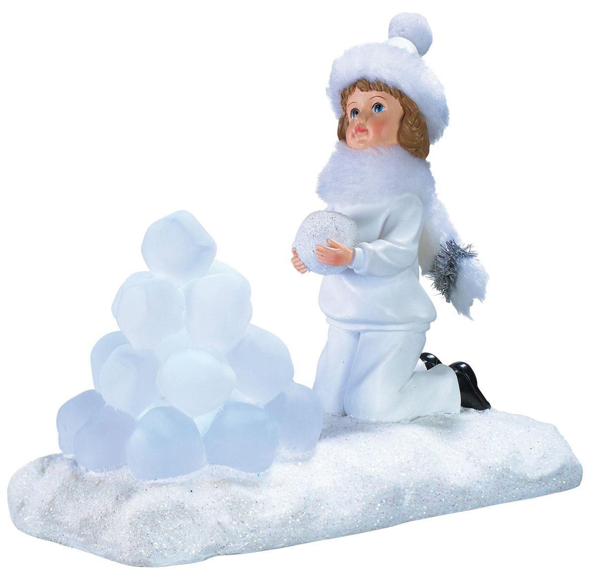 Новогодняя декоративная фигурка Девочка со снежками, с подсветкойLED5-GX53/845/GX53Новогодняя декоративная фигурка выполнена из акрила и пластика в виде девочки со снежками на подставке, украшенной белыми блестками. Шапочка и шарф у девочки выполнены из искусственного меха белого цвета. Изделие оснащено светодиодами. Свечение холодного белого цвета создаст атмосферу волшебства и праздника в вашем доме. Работает от батареек и от сети 220В. Адаптер входит в комплект.