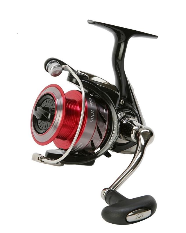 Катушка безынерционная Daiwa Ninja 2000A, цвет: черный, красный