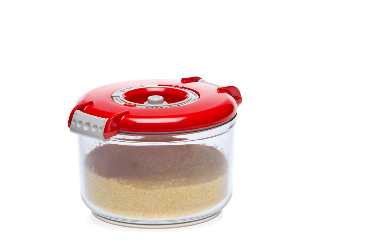 Контейнер вакуумный Status, цвет: прозрачный, красный, 0,75 лVAC-RD-075 RedВакуумный контейнер Status рекомендован для хранения следующих продуктов: фрукты, овощи, хлеб, колбасы, сыры, сладости, соусы, супы. Благодаря использованию вакуумных контейнеров, продукты не подвергаются внешнему воздействию и срок хранения значительно увеличивается. Продукты сохраняют свои вкусовые качества и аромат, а запахи в холодильнике не перемешиваются. Контейнер изготовлен из прочного хрустально-прозрачного тритана. На крышке - индикатор даты (месяц, число). Допускается замораживание (до -21 °C), мойка контейнера в посудомоечной машине, разогрев в СВЧ (без крышки). Объем контейнера: 0,75 л. Размер: 13 х 10 см.