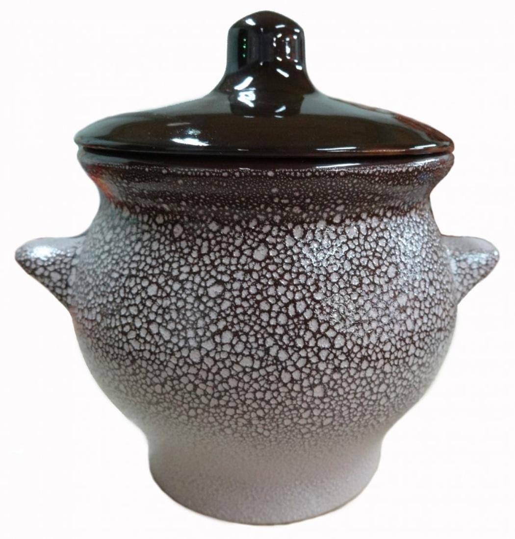 Горшок для жаркого Борисовская керамика Мрамор, 650 млМРМ00000818Горшок для жаркого Борисовская керамика Мрамор выполнен из высококачественной керамики. Внутренняя и внешняя поверхность покрыты глазурью. Керамика абсолютно безопасна, поэтому изделие придется по вкусу любителям здоровой и полезной пищи. Имеет очень удобную форму. Идеально подходит для одной порции. Уникальные свойства красной глины и толстые стенки изделия обеспечивают «эффект русской печи» при приготовлении блюд. Это значит, что еда будет очень вкусной, сочной и здоровой. Диаметр горшочка: 16 см. Высота: 12 см.