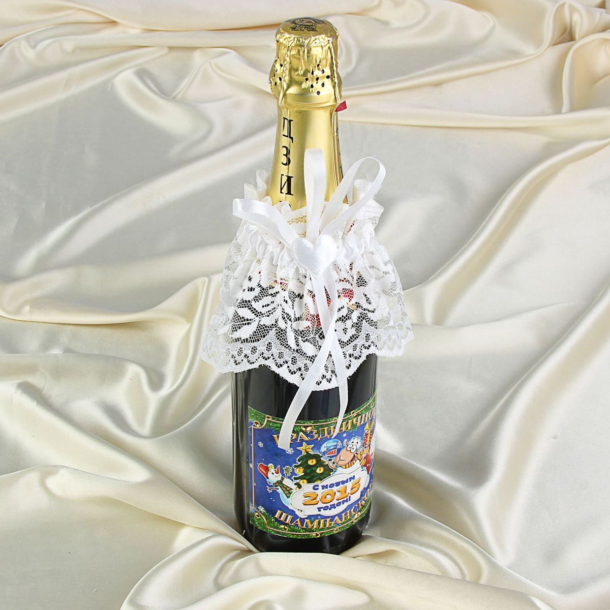 Поздравление на свадебной бутылке шампанского