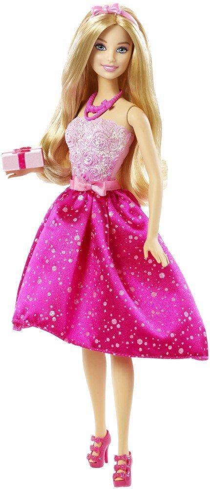 Barbie Кукла-принцесса Поздравление с Днем РожденияDHC37Куколка Барби собралась на вечеринку в честь дня рождения! Идеальное вечернее платье Барби выделяется мягким блеском розового лифа и яркой розовой юбки. Талия охвачена поясом с розовым бантом, и все платье сверкает! Барби носит соответствующие аксессуары - ярко-розовые бусы и нежно-розовый ободок с бантиком. На ножках у куколки розовые босоножки на высоких каблуках. У куклы длинные светлые волосы, которые так интересно расчесывать, заплетать и придумывать новые прически. В руках Барби держит упакованный подарок. Руки и ноги Барби подвижны, голова поворачивается. Порадуйте свою малышку таким великолепным подарком! Рекомендуем!
