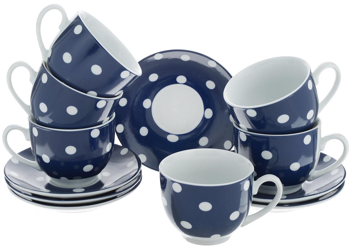 Набор чайный Loraine, цвет: белый, темно-синий, 12 предметов. 2590325774Чайный набор Loraine состоит из шести чашек и шести блюдец. Изделия выполнены из высококачественного фарфора и оформлены красивым принтом в горошек. Такой набор изящно дополнит сервировку стола к чаепитию. Благодаря оригинальному дизайну и качеству исполнения, он станет замечательным подарком для ваших друзей и близких. Объем чашки: 240 мл. Диаметр чашки по верхнему краю: 8,5 см. Высота чашки: 7 см. Диаметр блюдца: 14 см. Высота блюдца: 2,2 см.