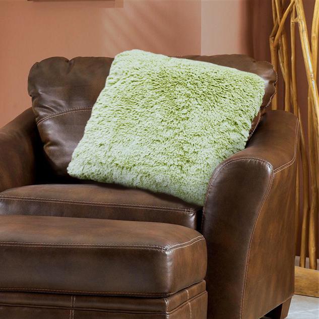 Наволочка декоративная Buenas Noches Длинный ворс, цвет: зеленый, 48 х 48 см78556Декоративная наволочка Buenas Noches - идеальное решение для вашего интерьера! Наволочка выполнена из 100% полиэстера – уникальная ткань, обладающая рядом неоспоримых достоинств. Это материал синтетического происхождения из полиэфирных волокон. Внешне такая ткань схожа с шерстью, а по свойствам близка к хлопку. Изделия из полиэстера - не мнутся и легко стираются. После стирки очень быстро высыхают. Прочная ткань, за время использования не растягивается и не садится. Высокое качество, а главное - стиль наволочки будут радовать вас и вашу семью! Рекомендуем!