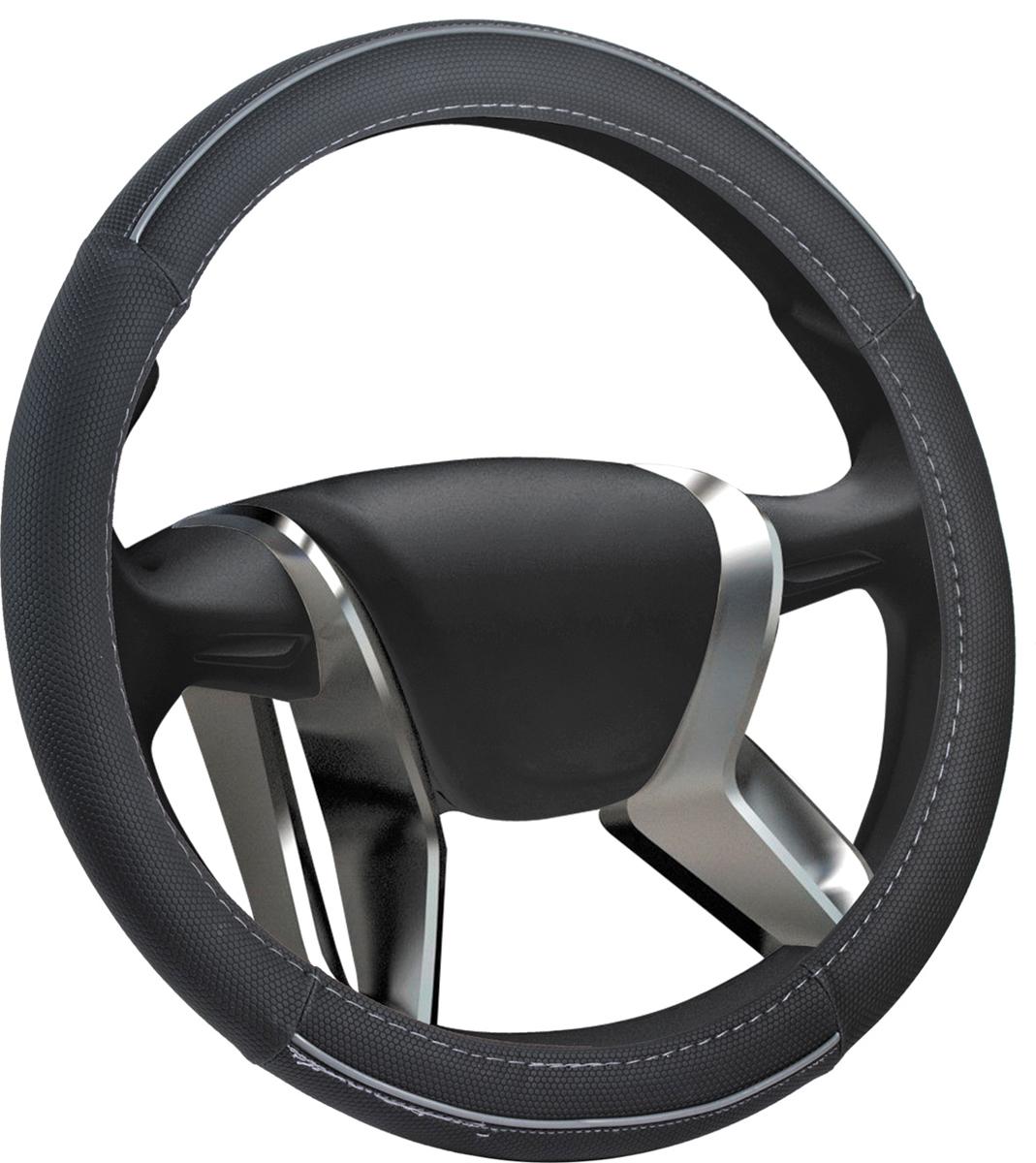 Оплетка на руль Azard Bold Vinil, виниловая, цвет: серый, диаметр 38 смОПЛ00115Виниловая оплетка на руль Azard Bold Vinil на гладком резиновом ободе. Обеспечивает уверенный охват руля. Материал с объемной текстурой, повторяющей рисунок пчелиных сот, гарантирует надежное сцепление рук водителя с рулем в процессе вождения автомобиля. Оплетка Azard Bold Vinil легко устанавливается на рулевое колесо автомобиля, защищает его от потертостей и загрязнений.