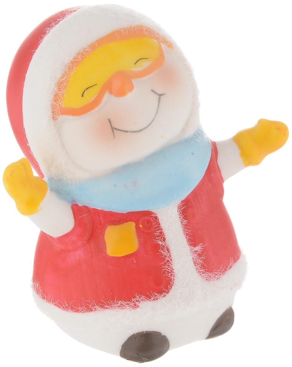 Фигурка новогодняя Феникс-Презент Снеговик-лыжник, высота 7,9 см феникс презент фигурка декоративная из древесины павловнии 15 4 12 5 феникс презент