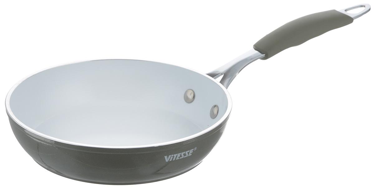 Сковорода Vitesse Eco-Cera, с керамическим покрытием, цвет: серый, белый. Диаметр 20 смVS-2230_серыйСковорода Vitesse Eco-Cera изготовлена из высококачественного кованого алюминия, что обеспечивает равномерное нагревание и быстрое доведение блюд до готовности. Внешнее цветное термостойкое покрытие обеспечивает легкую чистку. Внутреннее керамическое покрытие Eco-Cera белого цвета абсолютно безопасно для здоровья человека и окружающей среды, так как не содержит вредной примеси PFOA и имеет низкое содержание CO в выбросах при производстве. Керамическое покрытие обладает высокой прочностью, что позволяет готовить при температуре до 450°С и использовать металлические лопатки. Кроме того, с таким покрытием пища не пригорает и не прилипает к стенкам. Готовить можно с минимальным количеством подсолнечного масла. Сковорода быстро разогревается, распределяя тепло по всей поверхности, что позволяет готовить в энергосберегающем режиме, значительно сокращая время, проведенное у плиты. Сковорода оснащена термостойкой ненагревающейся ручкой удобной формы, выполненной из нержавеющей стали с силиконовым покрытием. Можно использовать на всех типах плит, включая индукционные. Можно мыть в посудомоечной машине. Высота стенки: 4,5 см. Длина ручки: 19,5 см.