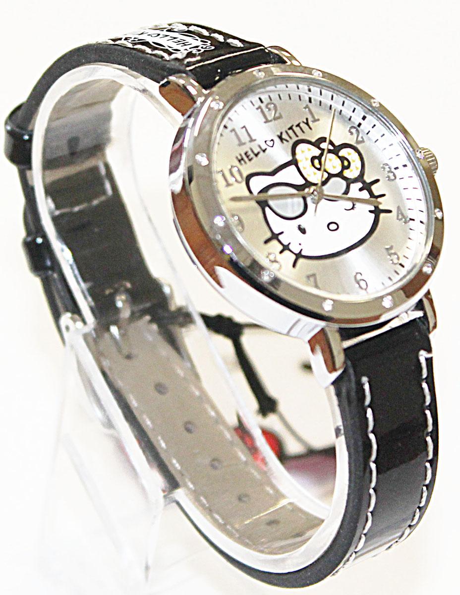 Часы наручные аналоговые Hello Kitty, цвет: серый. 4122141221Эксклюзивные наручные аналоговые часы торговой марки Hello Kitty выполнены по индивидуальному дизайну ООО Детское Время и лицензии компании Sanrio. Обилие деталей - декоративных элементов (страз, мерцающих ремешков), надписей, уникальных изображений - делают изделие тщательно продуманным творением мастеров. Часы имеют высококачественный японский кварцевый механизм и отличаются надежностью и точностью хода. Часы водоустойчивы и обладают достаточной герметичностью, чтобы спокойно перенести случайный и незначительный контакт с жидкостями (дождь, брызги), но они не предназначены для плавания или погружения в воду. Циферблат защищен от повреждений прочным минеральным стеклом. Корпус часов выполнен из стали, задняя крышка из нержавеющей стали. Материал браслета: искусственная кожа. Единица товара упаковывается в стильную подарочную коробочку. Неповторимый стиль с изобилием насыщенных и в тоже время нежных гамм; надежность и прочность изделия позволяют говорить о нем только в превосходной степени!