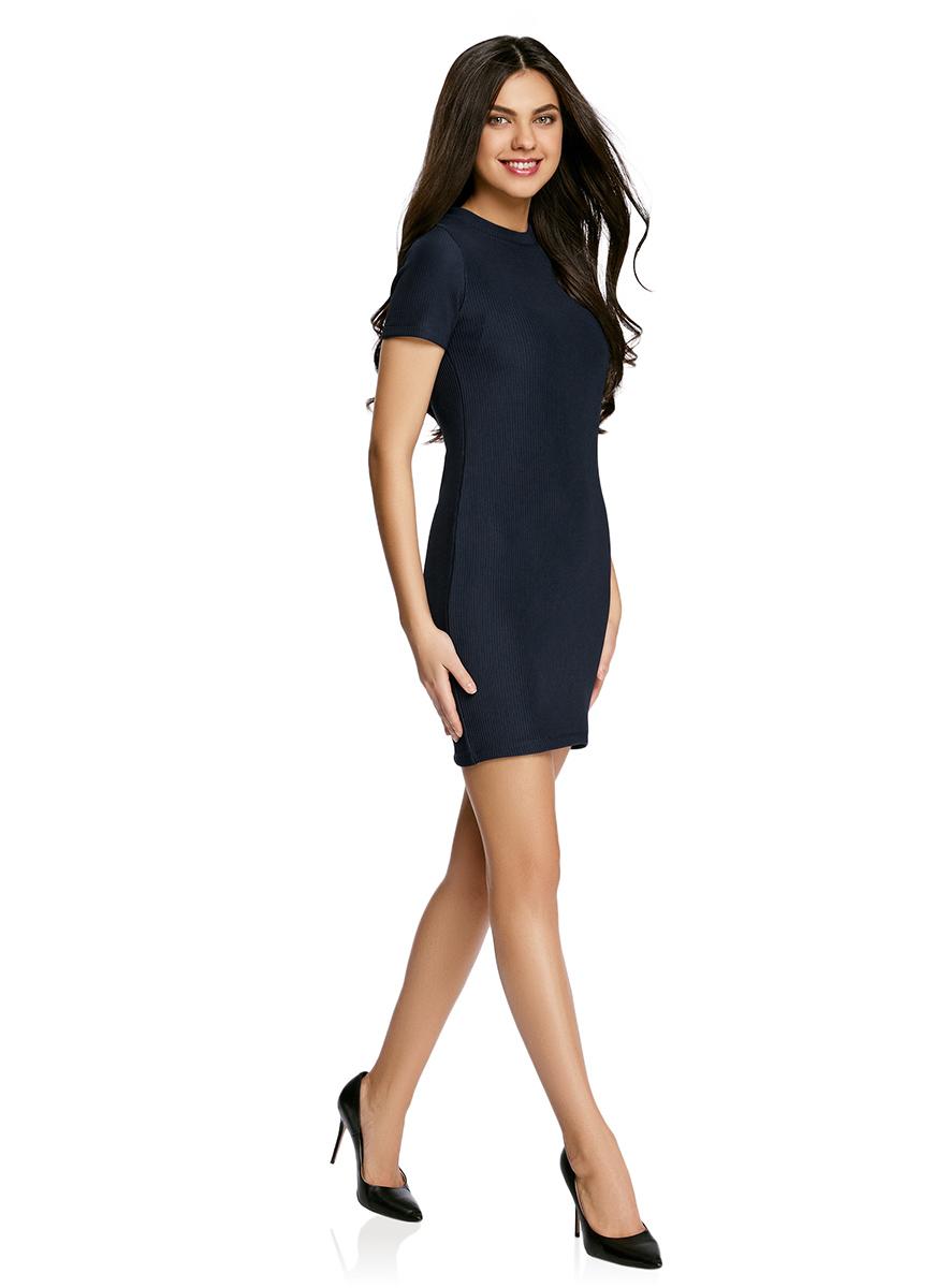 Платье oodji Ultra, цвет: темно-синий. 14011007/45262/7900N. Размер S (44)14011007/45262/7900NСтильное трикотажное платье oodji Ultra выполнено из высококачественного комбинированного материала в мелкую резинку, мягкого и нежного на ощупь. Модель по фигуре с круглым вырезом горловины и короткими рукавами застегивается на спинке на застежку-молнию.