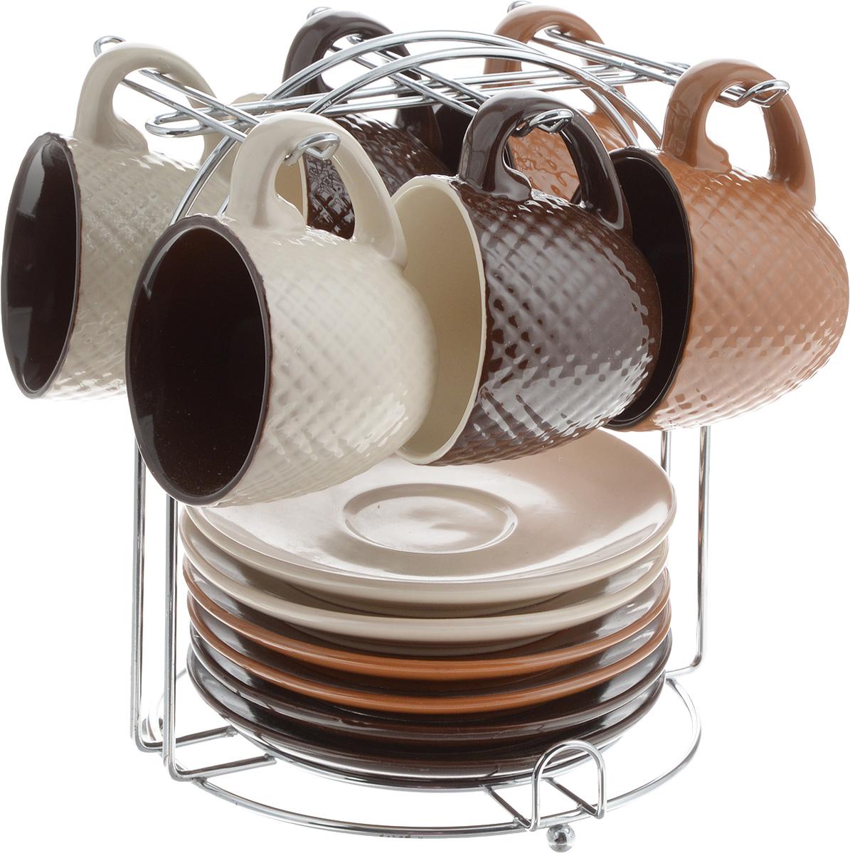 Набор кофейный Loraine, на подставке, 90 мл, 13 предметов. 2466724667Кофейный набор Loraine состоит из 6 чашек и 6 блюдец, выполненных из высококачественного керамики. Изящный дизайн придется по вкусу и ценителям классики, и тем, кто предпочитает утонченность и изысканность. Он настроит на позитивный лад и подарит хорошее настроение с самого утра. Изделия расположены на металлической подставке. Диаметр блюдца: 11,5 см. Высота блюдца: 1,5 см. Диаметр чашки (по верхнему краю): 6,5 см. Высота чашки: 5 см. Объем чашки: 90 мл. Размер подставки: 15 х 15 х 17 см. Рекомендуем!
