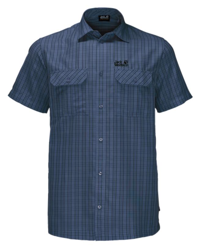 Рубашка мужская Jack Wolfskin Thompson Shirt M, цвет: темно-синий. 1401042-7919. Размер L (48/50)1401042-7919Рубашка мужская Thompson Shirt M выполнена из 100% полиэстера. Ткань позволяет телу дышать и быстро сохнет. Модель идеально подходит для жаркой летней погоды и поездок в жаркие страны, так как обеспечивает хорошую терморегуляцию. Рубашка застегивается на пуговицы, имеет отложной воротник и короткие стандартные рукава. Спереди расположены два накладных кармана на пуговицах, чтобы важные вещи всегда были под рукой. Модель дополнена принтом в клетку и логотипом бренда.