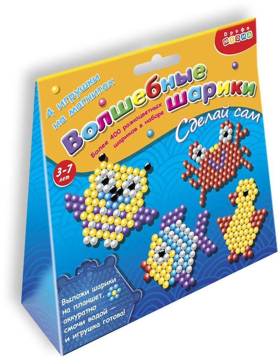 Дрофа-Медиа Набор для изготовления игрушек Волшебные шарики 30893076Набор для создания фигурок состоит из цветных пластиковых шариков. Если смочить шарики водой, они прилипнут друг к другу. Это свойство и позволяет конструировать оригинальные фигурки. В наборе: более 400 пластмассовых шариков, пластиковый планшет, 4 схемы с рисунками, 4 магнита. Выполненные своими руками игрушки не только порадуют ребенка, но и могут стать отличным подарком для родных и друзей!