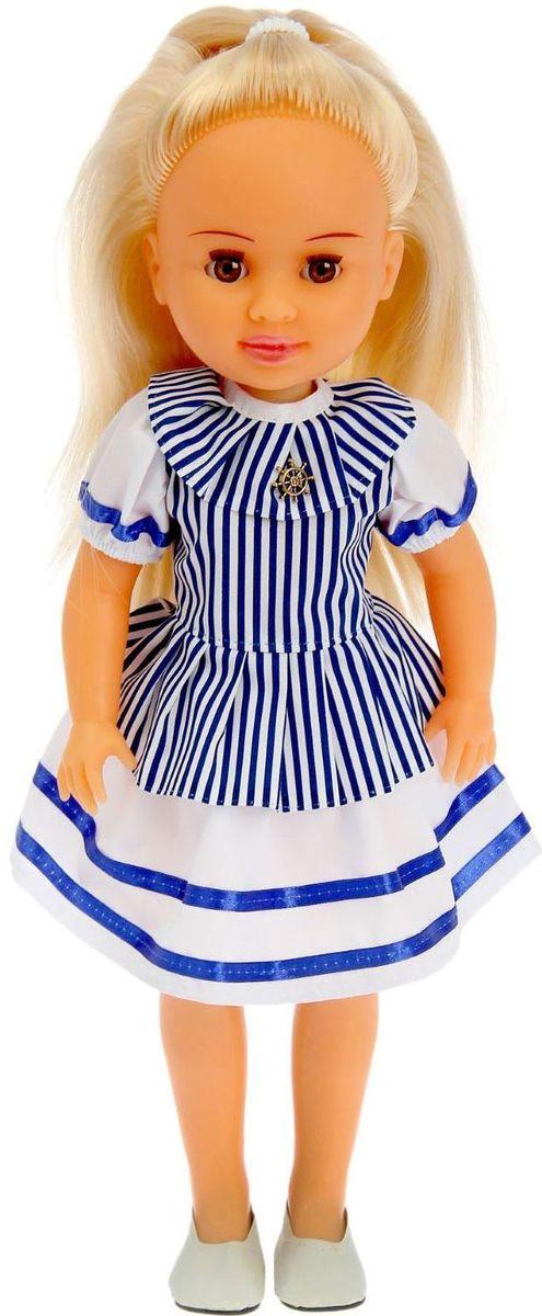 Пластмастер Кукла Вероника10178Девочка полюбит куклу Веронику. С ней можно играть в дочки-матери, устраивать чаепития и доверять секреты. Малышка одета в платье в бело-синюю полоску, на ножках у нее - аккуратные балетки. А изящная брошь в форме штурвала корабля завершает образ в морском стиле. Одежда легко снимается и надевается, что позволяет поэкспериментировать. Кукла похожа на настоящую девочку, у нее подвижные руки, ноги и голова. Ее можно посадить на стул, а когда ее укладывают спать, карие глаза закрываются, что придает ей еще больше реалистичности. Длинные светлые волосы из качественного нейлона легко расчесывать и заплетать.