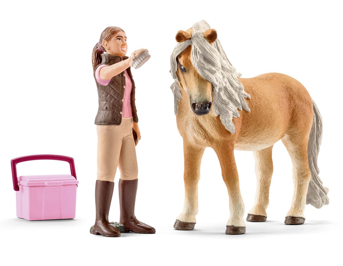 Schleich Набор фигурок Конюх и исландский пони41431Набор фигурок Schleich Конюх и исландский пони - восхитительный игровой набор, который приведет в восторг маленьких коллекционеров фигурок.В набор входят лошадь породы исландский пони, девочка, ухаживающая за лошадкой, щетка и корзина.Лошадка выполнена в бежевом цвете. У нее - пушистый хвостик и красивая развивающаяся грива. Лошадей этой породы очень любят дети во всем мире. Благодаря их небольшим размерам они очень похожи на пони и используются для обучения верховой езде.Девочка одета в коричневую стеганую жилетку и футболку, на ногах у нее - коричневые брюки и высокие сапожки. В ручке девочка держит специальную щетку для ухода за лошадкой.Все элементы набора выполнены из гипоаллергенных и высокотехнологичных материалов, раскрашены вручную и не вызывают аллергии у ребенка.