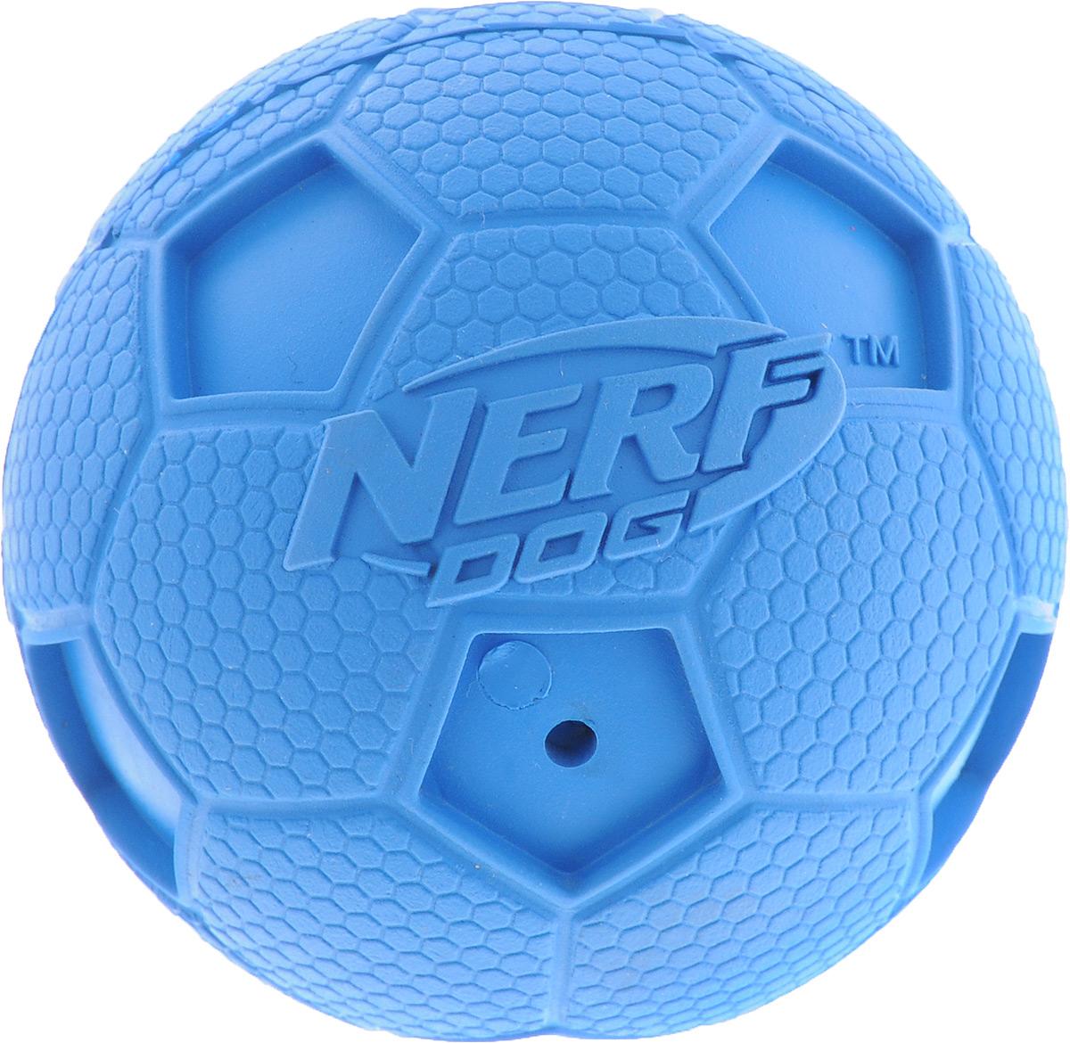Игрушка для собак Nerf Мяч футбольный, с пищалкой, цвет: синий, диаметр 6 см игрушка для собак nerf булава с пищалкой 17 5 см