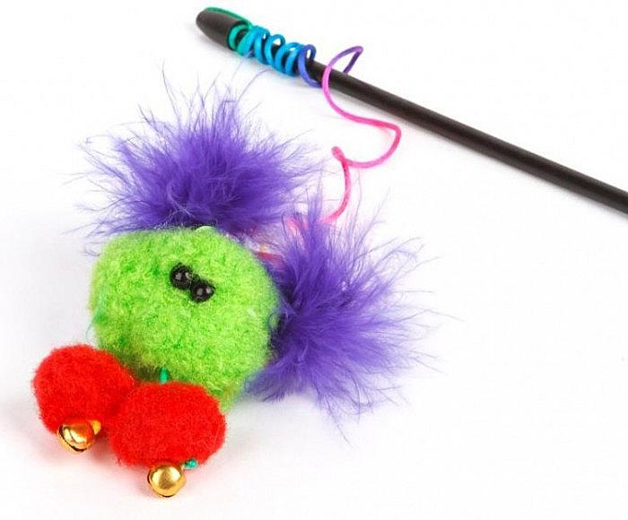 Игрушка-дразнилка для кошек GLG Кузя с перьями, длина 60 см игрушка дразнилка для кошек glg боа с бубенчиками цвет зеленый длина 60 см