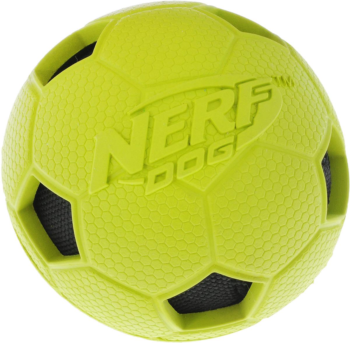 Игрушка для собак Nerf Мяч футбольный, цвет: салатовый, черный, диаметр 7,5 см игрушка для собак уют мяч футбольный цвет белый черный 7 см