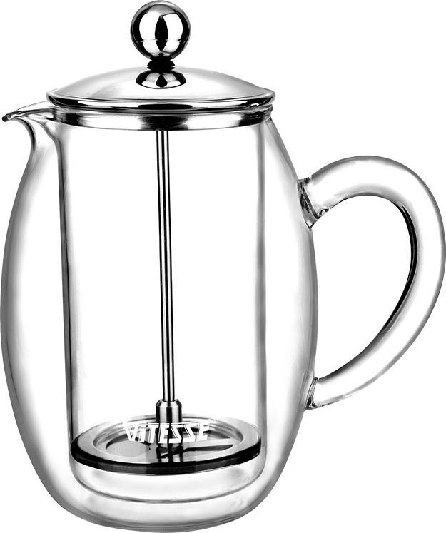 Кофеварка френч-пресс Vitesse Esther, 0,4 л. VS-1847VS-1847Кофеварка Vitesse Esther с фильтром френч-пресс поможет вам в приготовлении ароматного кофе. Кофеварка выполнена из термостойкого стекла в две стенки и высококачественной нержавеющей стали 18/10 с зеркальной полировкой, которая обеспечивает безупречный внешний вид изделия, легкую очистку после использования и долгий срок службы. Уникальный дизайн полностью соответствует последним модным тенденциям в создании предметов бытовой техники. Настоящим ценителям натурального кофе широко известны основные и наиболее часто применяемые способы его приготовления: эспрессо, по-турецки, гейзерный. Однако существует принципиально иной способ, известный как french press, благодаря которому приготовление ароматного напитка стало гораздо проще. Метод french press прост: в теплый кофейник насыпают кофе грубого помола и заливают горячей водой. После того, как напиток настоится 3-5 минут, гущу отделяют поршнем с сеткой - и кофе готов! Эксперты считают, что такой способ позволяет получить максимально ароматный и нежный кофе - ведь он не перегревается, не подвергается воздействию высокого давления и не проходит через бумажный фильтр. Результат - напиток с максимально чистым вкусом. Характеристики: Материал: нержавеющая сталь 18/10, стекло. Высота кофеварки (без учета крышки): 13 см. Диаметр основания: 7 см. Объем кофеварки: 0,4 л. Размер упаковки: 14,5 см х 19 см х 11 см. Изготовитель: Китай. Артикул: VS-1847. Кухонная посуда марки Vitesse из нержавеющей стали 18/10 предоставит вам все необ... Рекомендуем!