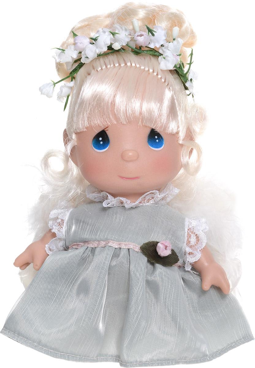 Precious Moments Мини-кукла Ангел5289Какие же милые эти куколки Precious Moments.Создатель этих очаровательных крошек настоящая волшебница - Линда Рик - оживила свои творения, каждая кукла обрела свой милый и неповторимый образ. Эти крошки могут сопровождать вас в чудесных странствиях и сделать каждый момент вашей жизни незабываемым!Мини-кукла Ангел одета в платье нежно-зеленого цвета. На спине у куколки белые пушистые крылья, которые с легкостью можно отстегнуть. Светлые волосы Ангела убраны в прическу и украшены цветами. У девочки большие синие глаза.Благодаря играм с куклой, ваша малышка сможет развить фантазию и любознательность, овладеть навыками общения и научиться ответственности. Порадуйте свою принцессу таким прекрасным подарком!