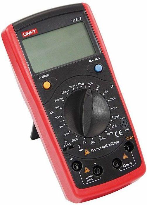 Профессиональный мультиметр Unit UT60313-1012Измеритель иммитанса UT603 (Измеритель RLC) - радиоизмерительный прибор, предназначенный для определения параметров полного сопротивления или полной проводимости электрической цепи. Название прибора складывается из измеряемых прибором величин: R - Сопротивление, С - емкость, L - Индуктивность. Иммитанс - обобщающее понятие для полного (комплексного) сопротивления - импеданса и полной (комплексной) проводимости - адмиттанса. Данный прибор кроме своих основных функций так же оснащен функцией тестирования диодов и прозвонки целостности цепи. Инженеры старались сделать прибор максимально удобным для использования, и все переключения удобно производить даже одной рукой, но несмотря на это у прибора усиленный поворотный регулятор, благодаря которому исключается возможность случайного нажатия. Прибор изготовлен из высококачественных материалов. Изделие комплектуется специальным чехлом, который защитит прибор от внешних механических повреждений. Калибровка и тестирование приборов произведено под контролем компании REXANT INTERNATIONAL. Измеритель иммитанса снабжен подставкой, которая позволяет разместить прибор на любой плоской поверхности. Характеристики: Сопротивление: 200Ом/2kОм/20kОм/200kОм/2MОм/20MОм (0.8%+1) Емкость: 2нФ/20нФ/200нФ/2мФ/20мФ/200мФ/600мФ (1%+5) Индуктивность: 2мГн/20мГн/200мГн/2Гн/20Гн (2%+8) 4-х разрядный дисплей Ручной выбор предела измерений Тестирование диодов Прозвонка целостности цепи Режим удержания измерений Data hold Индикатор разряда батареи Импеданс: о... Рекомендуем!