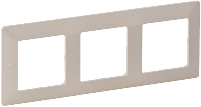 Рамка электроустановочная Legrand Valena Life, цвет: слоновая кость, на 3 поста рамка для розеток и выключателей valena 3 поста цвет алюминий