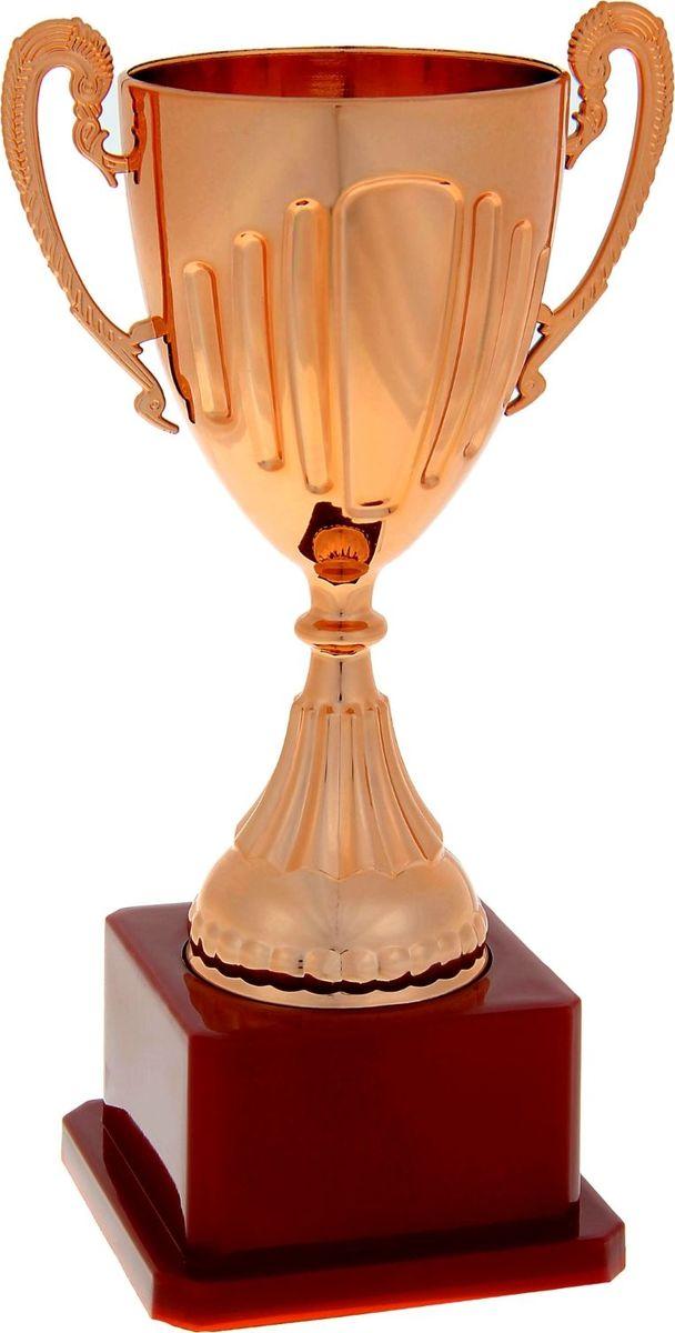 Кубок сувенирный спортивный, цвет: бронза. 10385421038542Пусть ни одна победа не пройдёт незамеченной! Традиция преподносить кубок в качестве приза уходит корнями в Средневековье. Именно тогда победителю рыцарского турнира вручали кубок вина. С тех пор обычай сохранился, лишь слегка видоизменившись. Каждая победа - это результат упорного труда, будь то спортивные состязания, достижения в бизнесе или потрясающий жизненный опыт. Высота кубка: 19,4 см. Ширина кубка: 10,5 см. Диаметр чаши: 6 см. Размер подставки: 7,7 х 7,7 х 4,5 см. Место под шильд на подставке: 5 х 3,5 см. Рекомендуем!