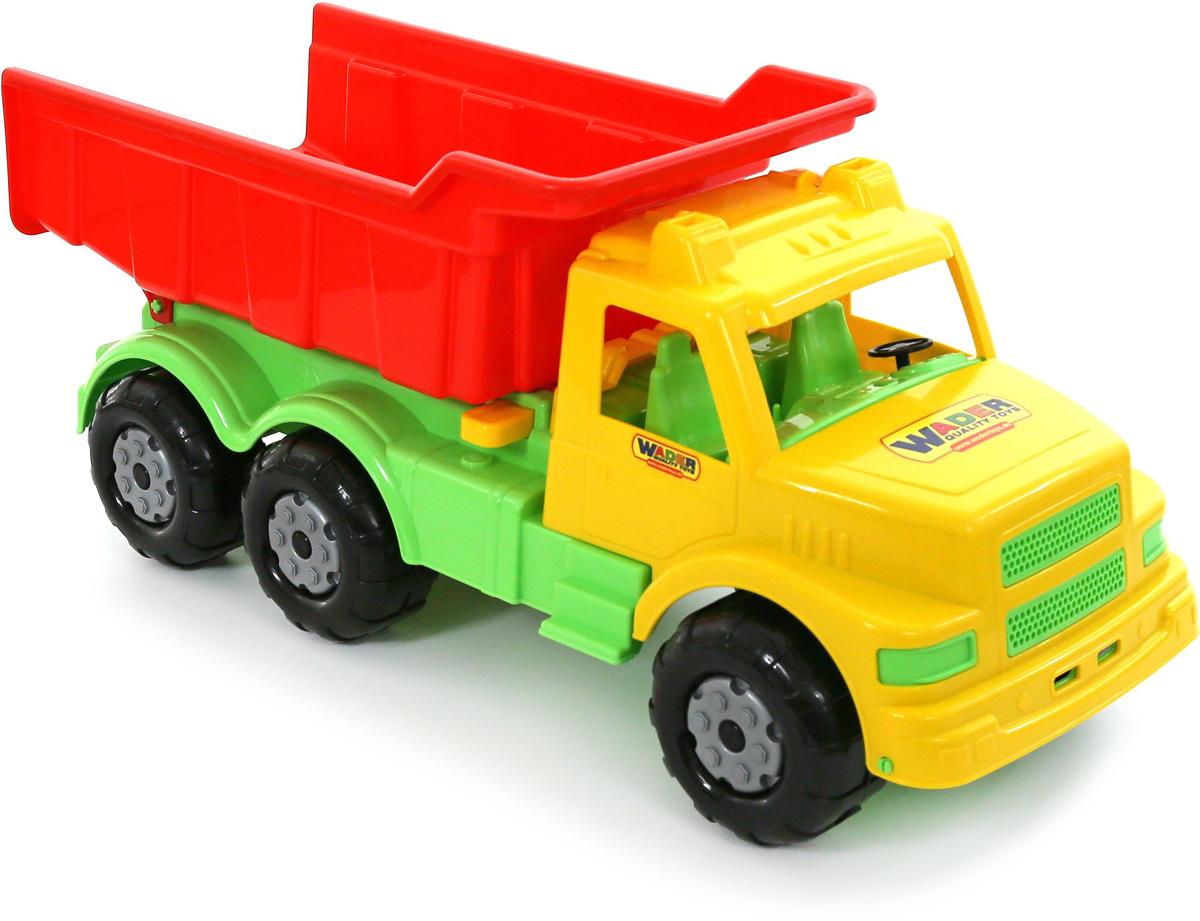 Полесье Самосвал Буран №143627Буран №1 от торгового бренда Полесье представляет собой уменьшенную модель настоящей грузовой техники - самосвала. Игрушка изготовлена из яркого материала и отлично подойдет для разнообразных сюжетных игр.У игрушечного самосвала, как и у настоящего, имеется опрокидывающийся кузов. Основание и салон автомобиля окрашены в зеленый, кузов - в насыщенный красный, а кабина водителя - в желтый цвет.Игрушка выполнена довольно детально, что сделает игру с самосвалом еще интереснее и реалистичнее.