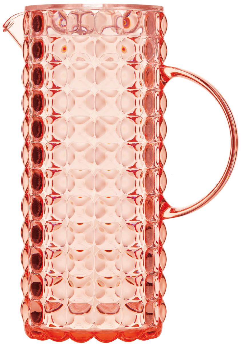 Кувшин для напитков Guzzini Tiffany, цвет: коралловый, 1,75 л22560023Яркий и нарядный кувшин Guzzini Tiffany выполнен из прозрачного и легкого материала, который переливается на свету и создает праздничную атмосферу за любым столом. Идеален для пикников и приемов пищи на свежем воздухе. Верхняя съемная крышка защитит напитки от пыли и насекомых. Рельефная форма с носиком удобна для наливания освежающих лимонадов, бодрящих соков и цитрусовых коктейлей. Горлышко кувшина оснащено небольшим фильтром, который пригодится при подаче морсов, компотов и других напитков с кусочками фруктов и ягод. Объем: 1,75 л. Можно мыть в посудомоечной машине.
