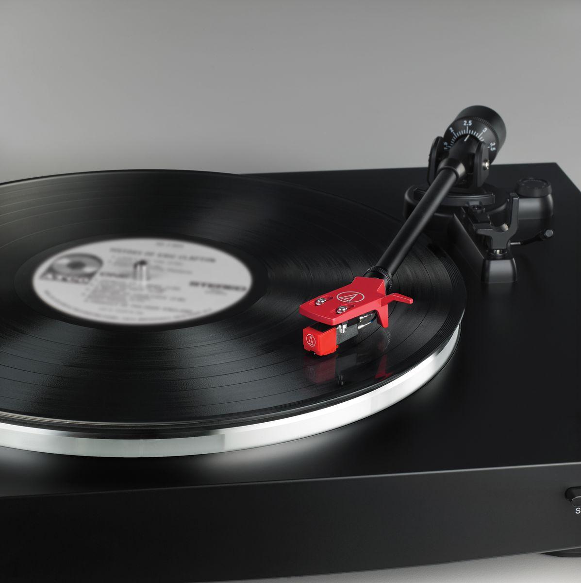 Проигрыватель виниловых дисков Audio-Technica AT-LP3, Black Audio-Technica