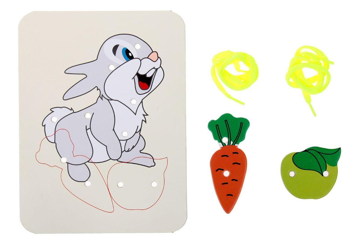Ракета Шнуровка-раскраска Зайка морковка и яблоко4622032016178Шнуровка-раскраска Ракета - отличный подарок вашему малышу. Рисунок, нанесенный на основу, ребенок должен раскрасить, а затем дополнить ярким шнурком, продевая его через отверстия.О связи интеллектуального развития малыша с совершенствованием мелкой моторики впервые заговорили психологи. Исследования подтверждают, что активно осваивая мир через прикосновения, дети быстрее учатся разговаривать, логически мыслить и закреплять приобретенные навыки.Наиболее интересной для обучения является игра шнуровка - увлекательный комплекс для полезных занятий с ребенком.