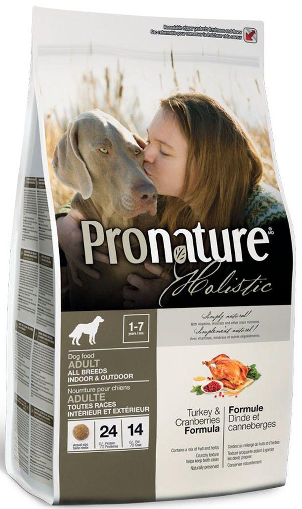 Корм сухой Pronature Holistic, для собак, индейка с клюквой, 2,72 кг102.317Высококачественное свежее мясо индейки из экологически чистых регионов Канады как первый ингредиент этой сбалансированной и очень вкусной формулы. — Только натуральные и органические натуральные ингредиенты, имеющие сертификат об их органическом происхождении (выращивании без применения химических удобрений и пестицидов, регуляторов роста и методов генной инженерии. — сушеная клюква: Будучи богатой витамином С, клюква содержит много флавоноидов, мощных антиоксидантов, нейтрализующих свободные радикалы и защищающих от инфекций мочеввыводящих путей — органический имбирь: известен своими противовоспалительными и антиоксидантными свойствами, кроме того, он способствует пищеварению, предотвращает тошноту и рвоту у животных, склонных к морской болезни. — Органическая корица: очень богата диетической клетчаткой, содержит вещества, схожие с инсулином, которые полезны при лечении диабета. — Смесь экстрактов зеленого чая, быстрорастворимого витамина С, целлюлозы и мяты способствуют свежести дыхания и хорошей гигиене полости рта — Сохранен при помощи натуральных консервантов — розмарина и токоферола (источник витамина Е). — Мелкие креветки, панцирь краба, Новозеландские зеленые мидии и трепанг являются натуральными источниками глюкозамина и хондроитина, которые способствуют здоровью суставов и хрящей. Pronature Holistic – натуральное, органическое и вкусное питание для собак, настоящий кулинарный шедевр! Добро пожаловать в мир натурального питания! СОСТАВ: Свежее мясо индейки, дегидриро...