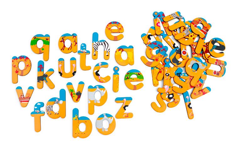 Scratch Обучающая игра Magnetic Сафари 61810646181064Обучающая игра Magnetic. Сафари - это магниты-буквы оформленные рисунками мультяшных животных. Отличное дополнение к двухсторонней магнитной доске.
