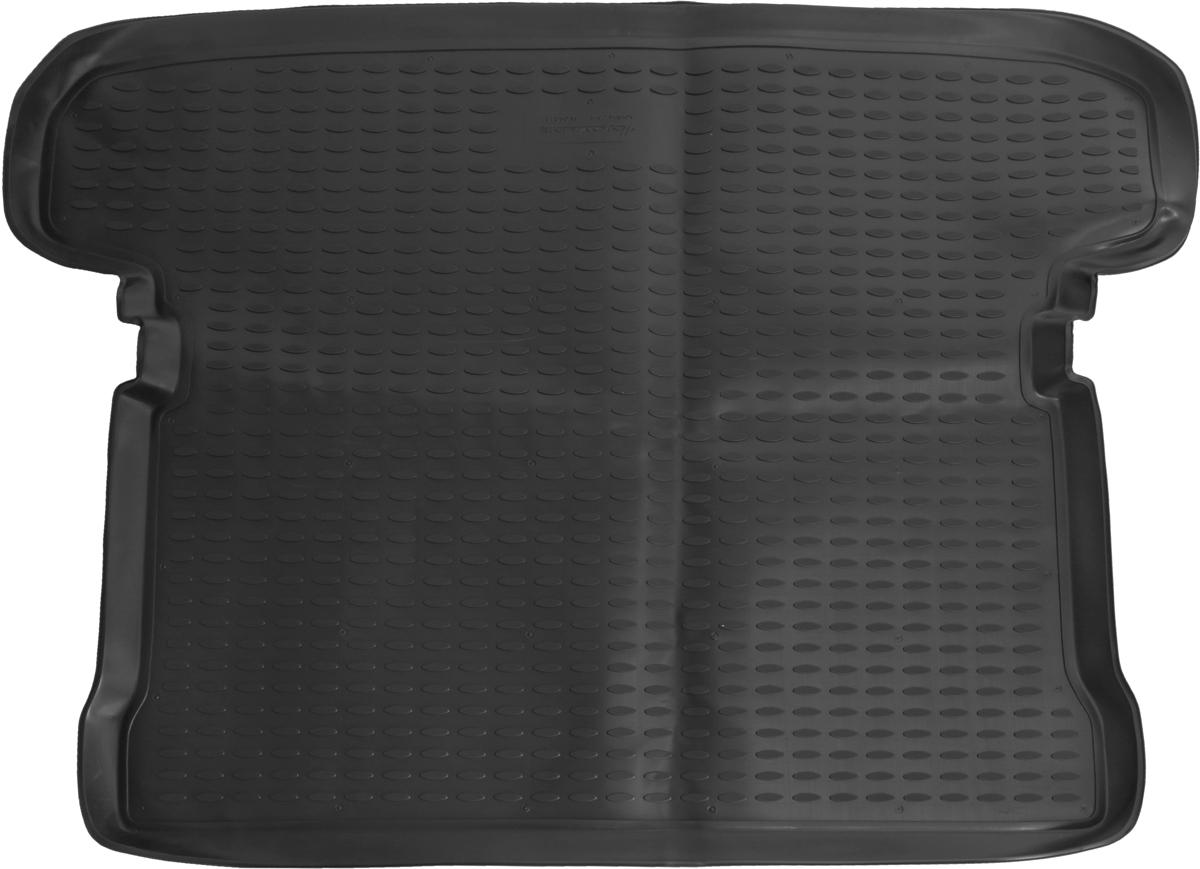 Коврик автомобильный Element для Mitsubishi Pajero III 5D / IV 5D внедорожник 1999-, в багажник. NLC.35.05.B13NLC.35.05.B13Автомобильный коврик Element, изготовленный из полиуретана, позволит вам без особых усилий содержать в чистоте багажный отсек вашего авто и при этом перевозить в нем абсолютно любые грузы. Этот модельный коврик идеально подойдет по размерам багажнику вашего автомобиля. Такой автомобильный коврик гарантированно защитит багажник от грязи, мусора и пыли, которые постоянно скапливаются в этом отсеке. А кроме того, поддон не пропускает влагу. Все это надолго убережет важную часть кузова от износа. Коврик в багажнике сильно упростит для вас уборку. Согласитесь, гораздо проще достать и почистить один коврик, нежели весь багажный отсек. Тем более, что поддон достаточно просто вынимается и вставляется обратно. Мыть коврик для багажника из полиуретана можно любыми чистящими средствами или просто водой. При этом много времени у вас уборка не отнимет, ведь полиуретан устойчив к загрязнениям. Если вам приходится перевозить в багажнике тяжелые грузы, за сохранность коврика можете не беспокоиться. Он сделан из прочного материала, который не деформируется при механических нагрузках и устойчив даже к экстремальным температурам. А кроме того, коврик для багажника надежно фиксируется и не сдвигается во время поездки, что является дополнительной гарантией сохранности вашего багажа. Коврик имеет форму и размеры, соответствующие модели данного автомобиля.