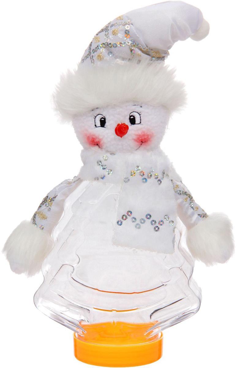Подарочная упаковка Sima-land Снеговичек, с шарфиком, цвет: белый, серебристый, вместимость 320 г1050208Стильная подарочная упаковка Sima-land Снеговичек изготовлена из текстиля и искусственного меха. Упаковка выполнена в виде Снеговика и дополнена прозрачной пластиковой банкой для сладких подарков. Яркий символичный персонаж создаст новогоднее настроение. Креативная упаковка сделает ваш презент особенным и самым запоминающимся. Вместительность: 320 г.