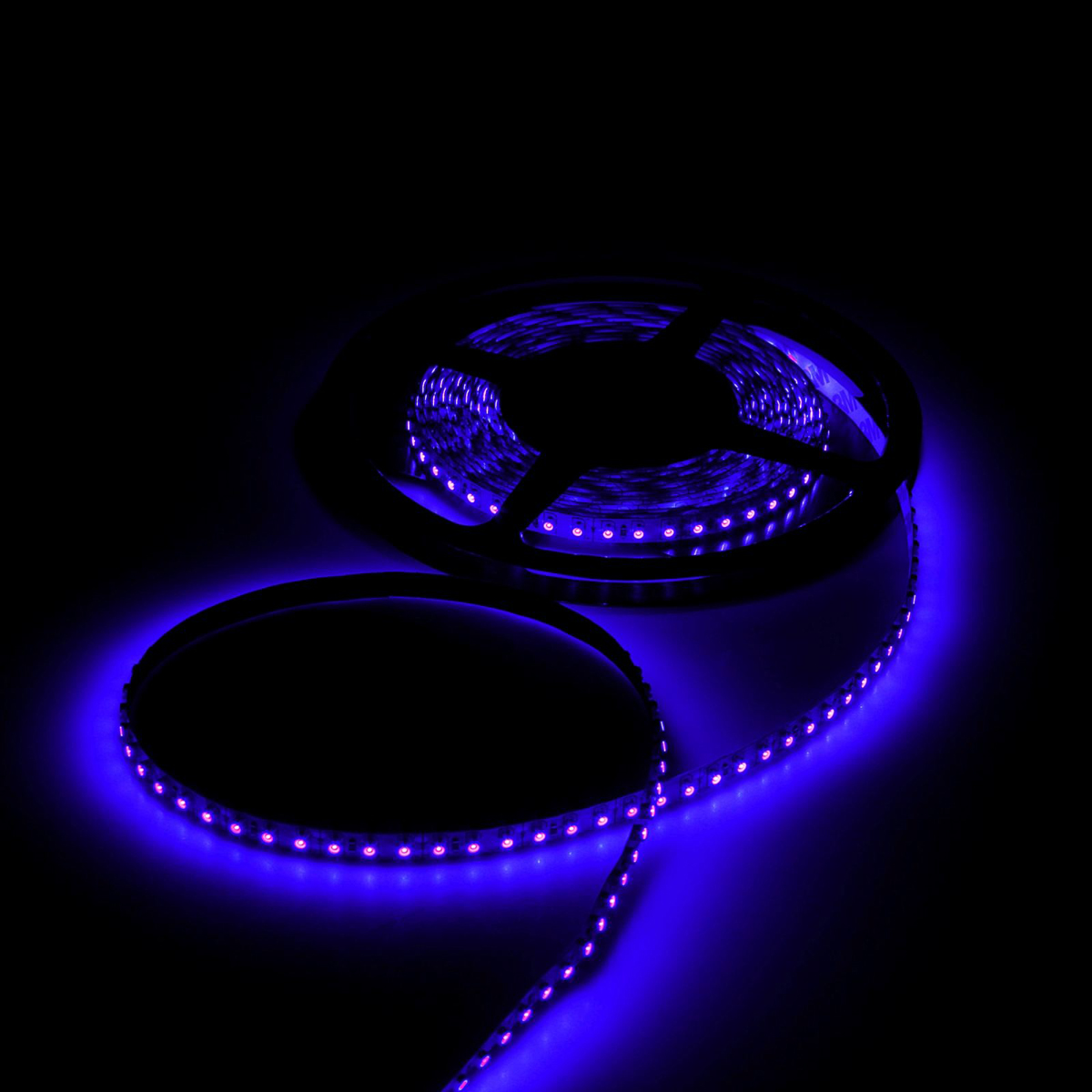 Светодиодная лента Luazon, 12В, SMD3528, длина 5 м, IP33, 120 LED ламп, 9.6 Вт/м, 6-7 Лм/1 LED, DC, цвет: синий. 883896 светодиодная лента luazon 12в smd3528 длина 5 м ip68 60 led ламп 4 8 вт м 6 7 лм 1 led dc цвет фиолетовый